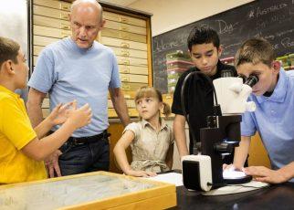 Eduolog - Öğretmenlerin öğrencilerle olumlu ilişkiler geliştirmeleri için stratejiler
